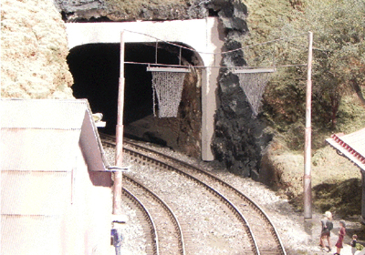 Figure 5.  Tell-tails—Tunnel Warnings
