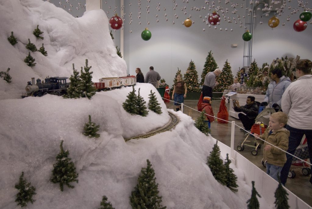 Christmas EnterTRAINment Junction